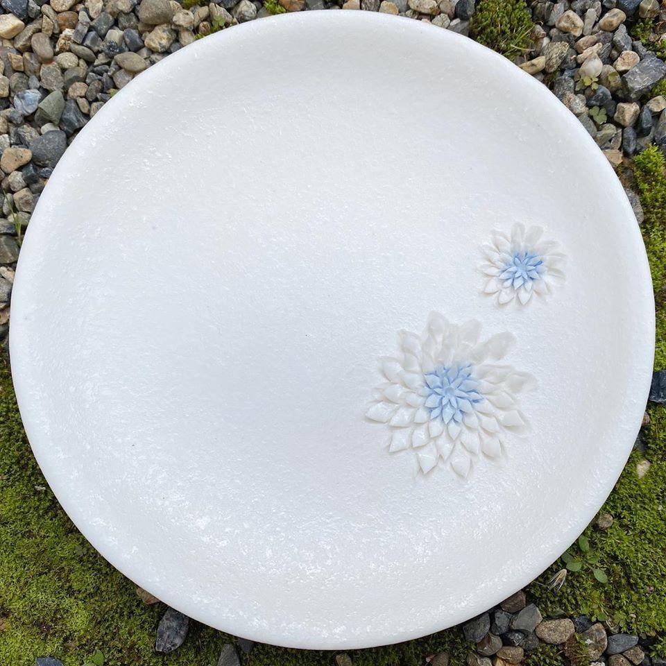 土鋏のプレート、小さなお花のお皿です