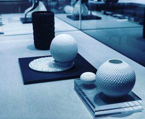 京都、陶芸家、林侑子の土鋏。パリに出展